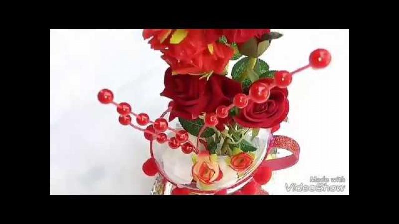 Cascata de flores na xicara de garrafa pet