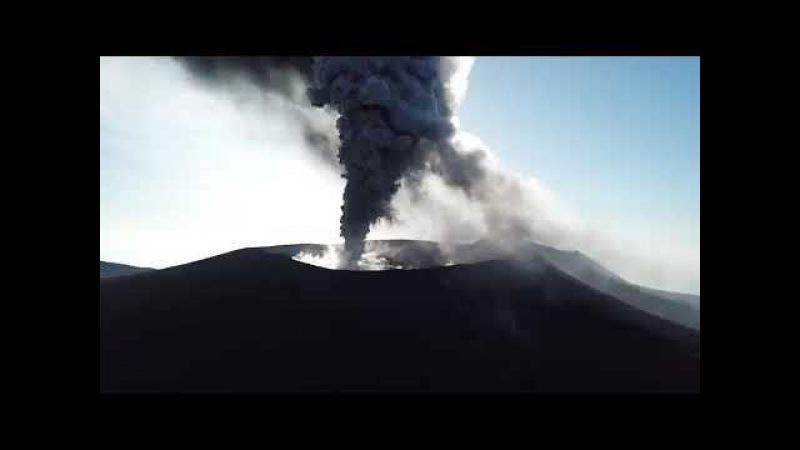 Захватывающие кадры извержения вулкана Симмоэ шоу в Японии