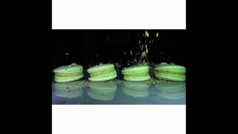 Фисташковые пирожные-макарон в Завтра Будет Кофе