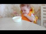 Маруся завтракает