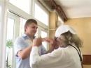 Очень смешная и необычная встреча гостей на второй день свадьбы.