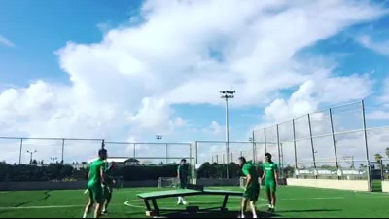 Игра в пинг-понг . Бузагло любит играть вместе со звездой Чемпионата мира по футболу 2018 года, Никитой Роковицей . 😃😃😃