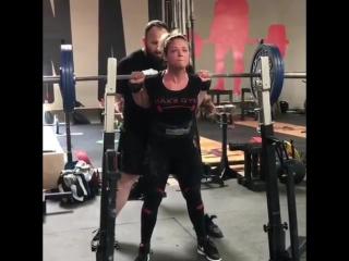 Kristen Dunsmore, приседания 142,5 кг на 8 раз