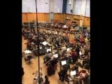 Тайлер Бейтс за исполнением композиции к Стражам Галактики 2