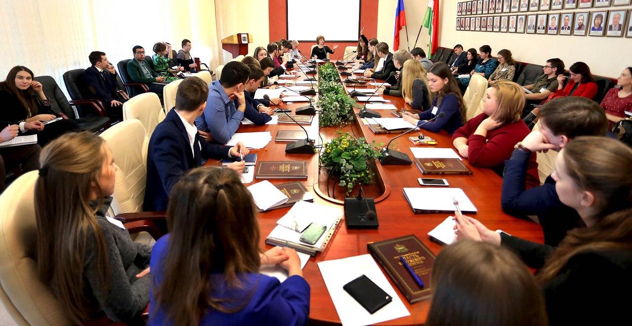 Молодые парламентарии провели первое заседание