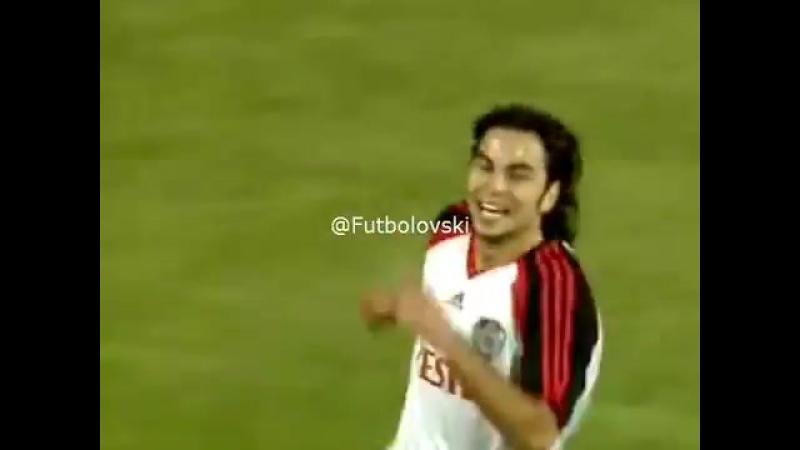 19 Ağustos 2006 | Faryd Mondragon, Türkiyedeki ilk frikik golünü Selçuk İnandan yedi. (Vestel Manisaspor - Galatasaray)