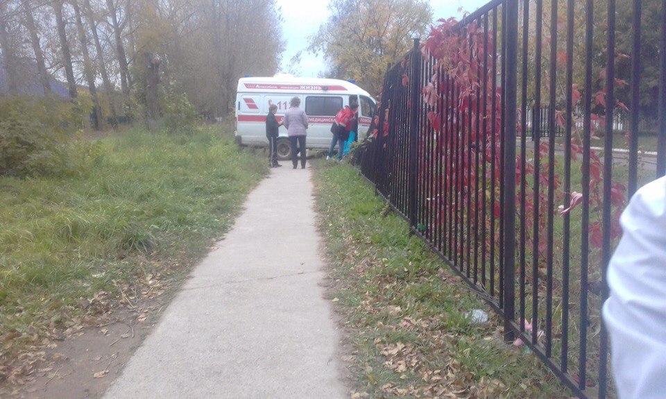 В Пермском крае машина скорой помощи протаранила забор медколледжа