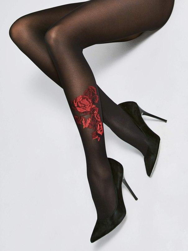 Fiore Oui Эффектные колготки из микрофибры с имитацией тату в виде красной розы вышитой шелковой нитью.   Плотность: 40 den Размер: 2, 3, 4 Цвет: черный