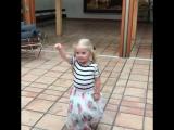 шб видео-Маленькая балерина: дочь Аллы Пугачевой и Максима Галкина станцевала