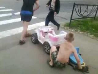 Массовые беспорядки на дороге [ОСТОРОЖНО! ДЕТИ!]