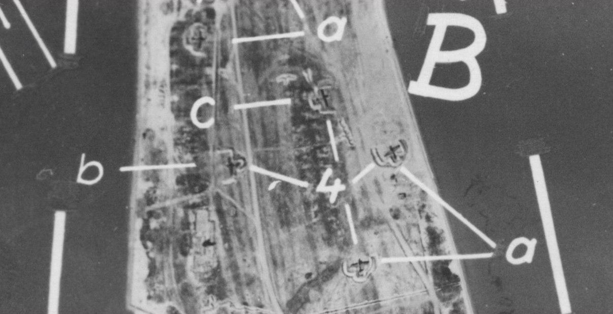 Самолеты в капонирах Ейск