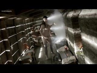Голая девушка в сауне в сериале