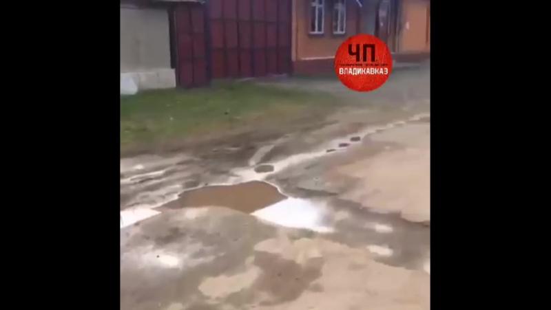 Ирафский район, с.Чикола, ул. Хасцаева, вскопали дороги для ямочного ремонта, и оставили
