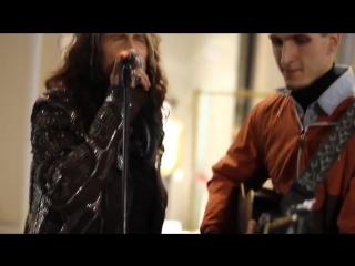 Aerosmith Steven Tyler поет в Москве с уличным музыкантом 05.09.2015