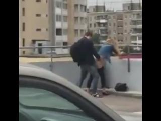 Секс на парковке