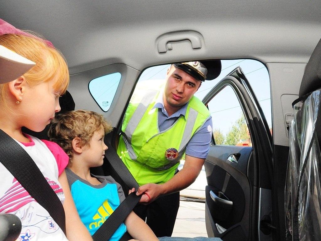 В Зеленчукском и Урупском районах проверяют, как водители соблюдают правила перевозки детей
