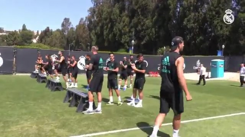 Альваро Мората прощается с игроками и тренерским штабом Реала
