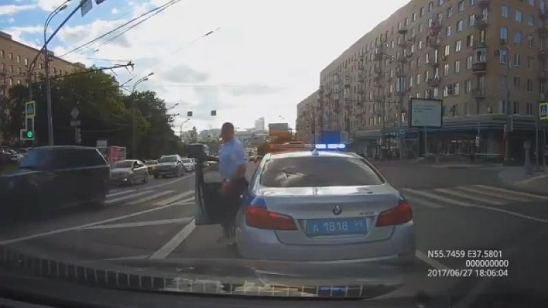 В Москве наказали гаишника-хама