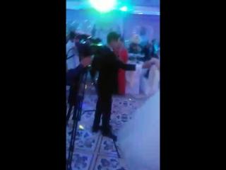 """Мой племянник Дияр на своей свадьбе исполняет """"Биринчи мухаббат"""" 23.  г."""