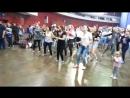 Катя и Алиса танцуют