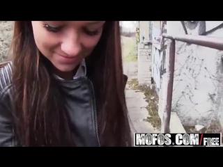 Незнакомая девушка согласилась за деньги (порно секс анал минет трах жесть)