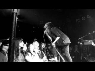 The Dead Weather - Treat Me Like Your Mother - Live at The Roxy
