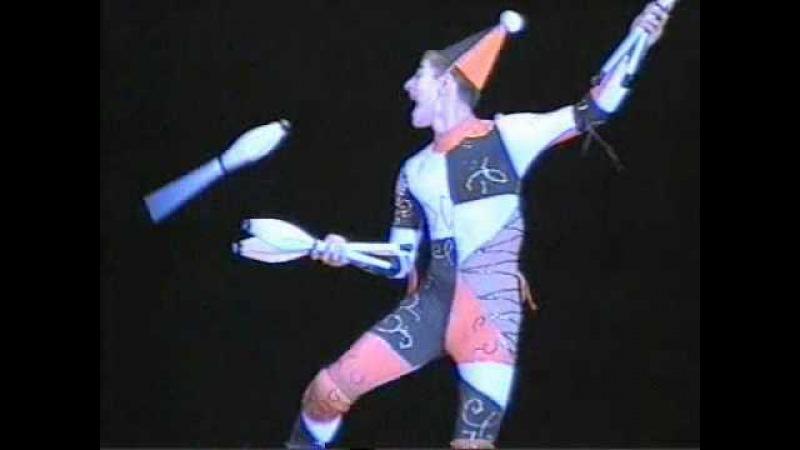 Арлекин жонглер булавами.avi
