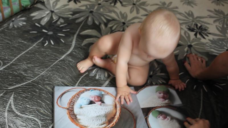 Варина фотокнига, когда она была новорожденной