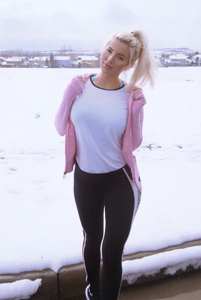 Фото девушки с красивыми формами