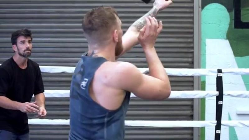 Конор МакГрегор использует интересный тренировочный метод для отработки точности ударов