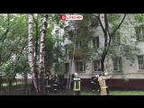 На юго-востоке Москвы горит пятиэтажный жилой дом