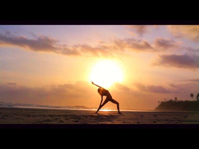 Чувственное видео на закате. Йога упражнения.