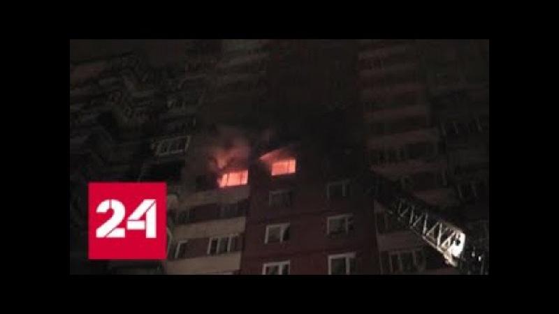 Пожар на западе Москвы: людей из жилой многоэтажки спасали при помощи лестниц - Р...