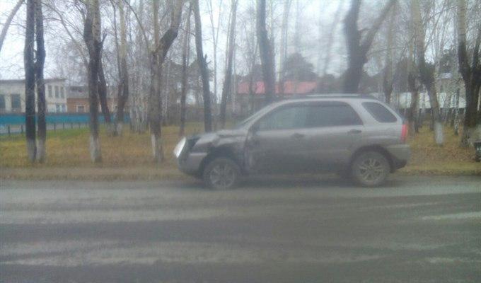 Водитель иномарки сбежал после ДТП с рейсовым автобусом в Асино