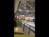 Лера Кот на катке на коньках