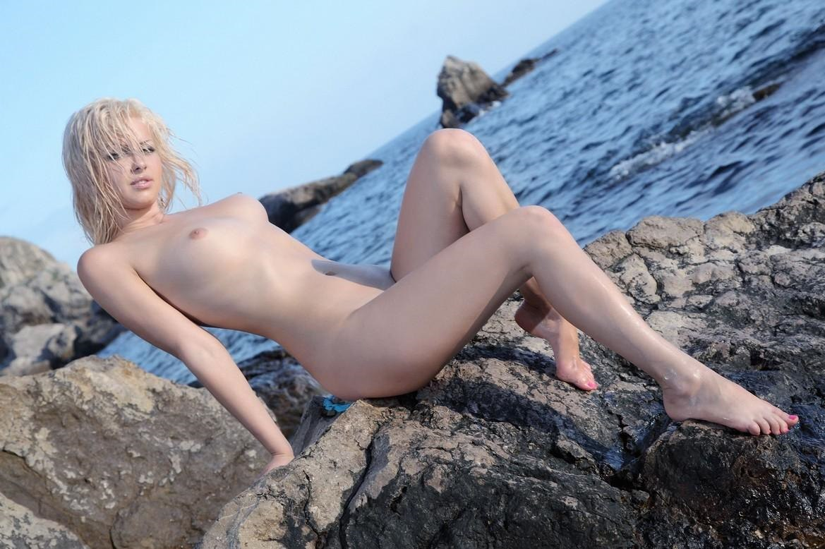 Dick sucking booty babe