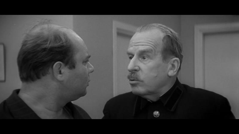 «Тридцать три» — комедийный фильм, поставленный Георгием Данелией в 1965 году. Главную роль сыграл Евгений Леонов.