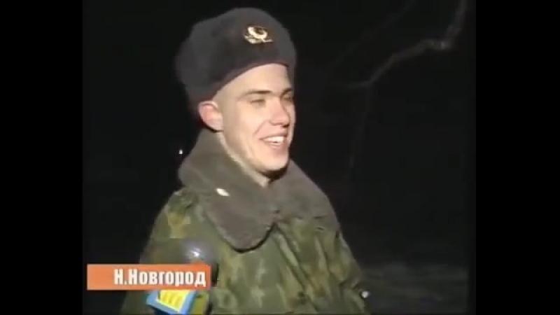 Бестолковый солдат снимает кота с дерева...