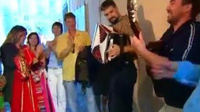 Узенький проулочек ☀️ Лихая казачья песня под гитару и гармонь!