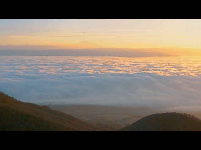 Panasonic GH5 4K 10 bit V-log L timelapse above the clouds, Zhiyun Crane 2