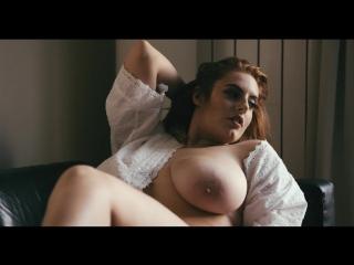 Arabella сочная пышка с большими натуральными сиськами и большой жопой [ эротика не порно волосатая киска дойки голая пышная ]