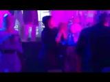 Делу время, потехе час в Сети появилось видео, на котором депутат Рады Надежда Савченко отплясывает в клубе под песню Верки Серд