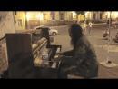 Бездомный уличный музыкант Кирилло Костюковский