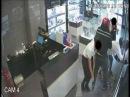 Банда грабителей ограбила ювелирный в Италии А затем сходила за продуктами См