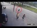 Прохожего чуть не убило автомобильное колесо прилетевшее из ниоткуда