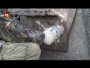 Очевидец снял на видео, как чертёж немецкого автомата удаляли с памятника Калашникову