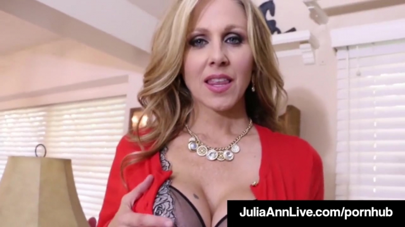 Busty Milf Julia Ann Bangs Her Hot Pussy with a Dick