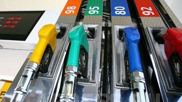 В Новосибирске продолжает серьезно дорожать бензин, об этом сообщает Н