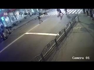 Момент наезда Lexus на людей в Харькове
