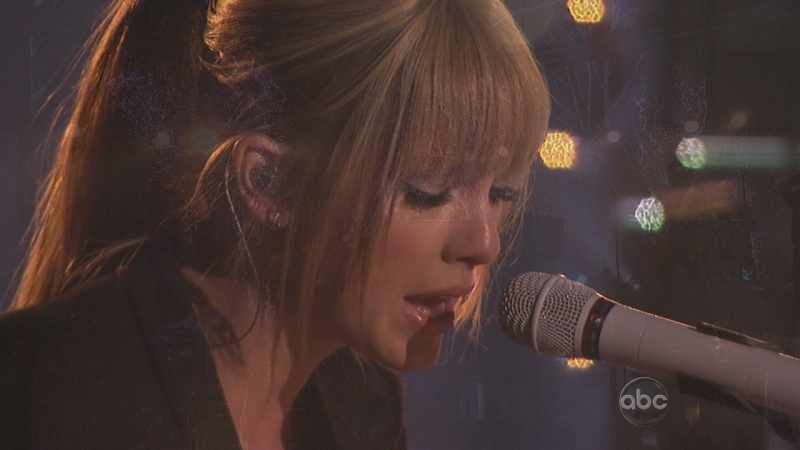Taylor Swift - Back To December (American Music Awards, 2010)